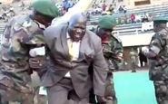 آبروریزی وزیر ورزش اوگاندا در ورزشگاه+فیلم
