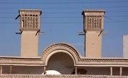 خانهای که با بادگیرهای دوقلویش معروف شده