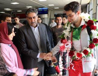 مراسم استقبال از جباری نفر سوم رقابتهای تریال دوچرخهسواری آسیا در فرودگاه کرمانشاه