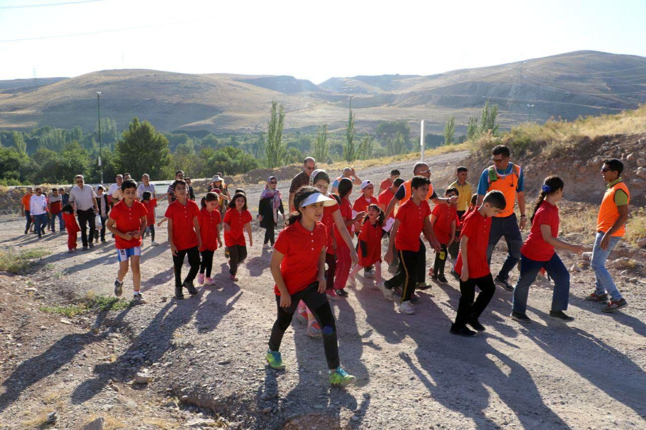 همایش باشکوه خانوادههای کرمانشاه از بیماران سرطانی با همایت هیأت کوهنوردی استان اسکای رانینگ