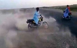 تصادف دردناک حین انجام حرکات نمایشی با موتور
