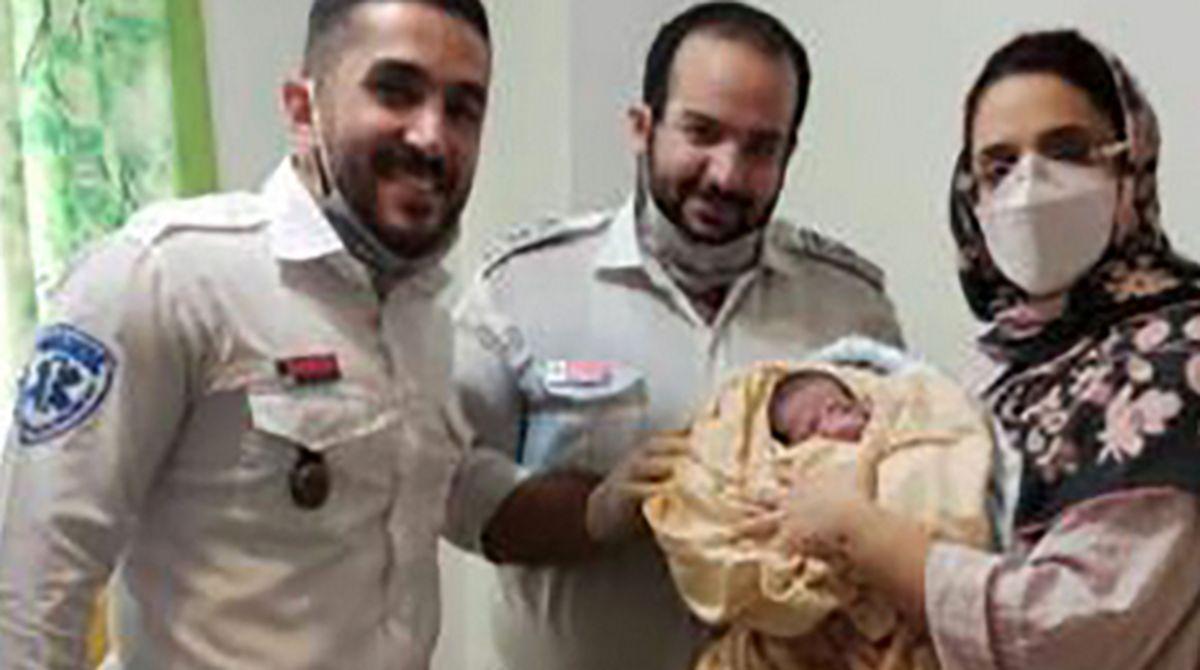 نوزاد عجول در آمبولانس به دنیا آمد