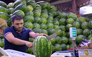 بازار داغ فروش هندوانه در ایتالیا