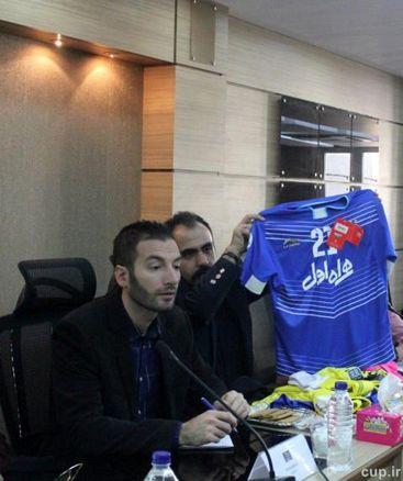 رونمایی از پیراهن استقلال مقابل لوکوموتیو/عکس
