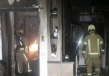 نجات ۲۰ نفر از میان آتش و دود + تصاویر