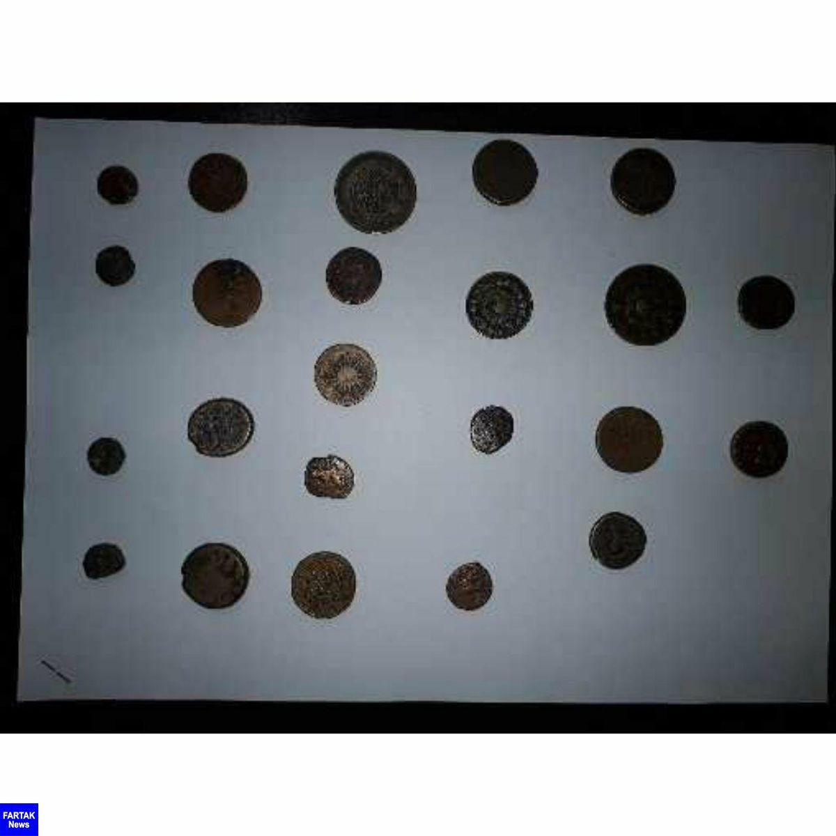 کشف ۳۳ قطعه سکه تاریخی در کرمانشاه