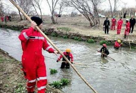 تلاش همه جانبه برای پیدا کردن ردی از کودک گمشده در کانال آب مشهد