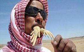 احترام گذاشتن عجیب سعودیها به بزرگان کشورشان! + فیلم