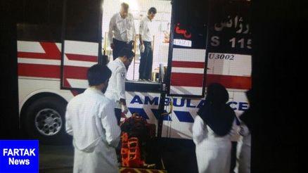 برخورد اتوبوس با خاکریز ۵۴ نفر را راهی بیمارستان کرد