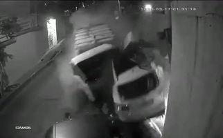 فیلم/ تصادف فاجعه بار کامیون با دو ماشین سواری