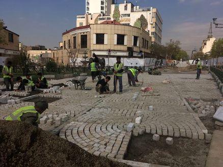 سنگفرش کردن پردردسر سه چهارراه و میدان بهارستان برای مردم