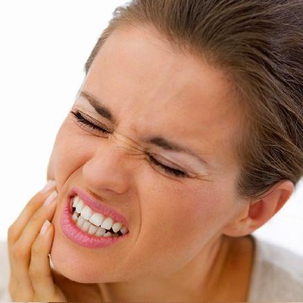 بررسی علل و درمان حساسیت دندان ها