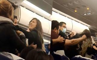 درگیری شدید بین دو زن در هواپیما + فیلم
