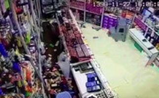 تصاویر دوربین سوپرمارکت از لحظه وقوع زلزله درگهان