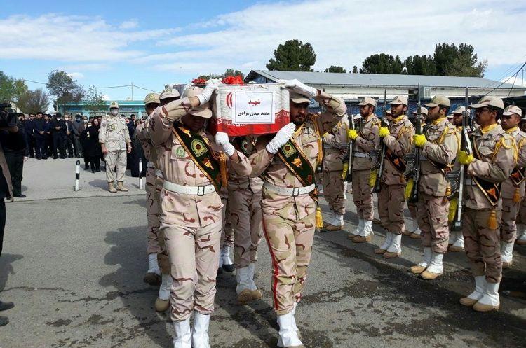 گزارش تصویری تشییع پیکر شهید محمد مهدی مرادی سرباز هنگ مرزی مهران که به دست اشرار مسلح به شهادت رسید