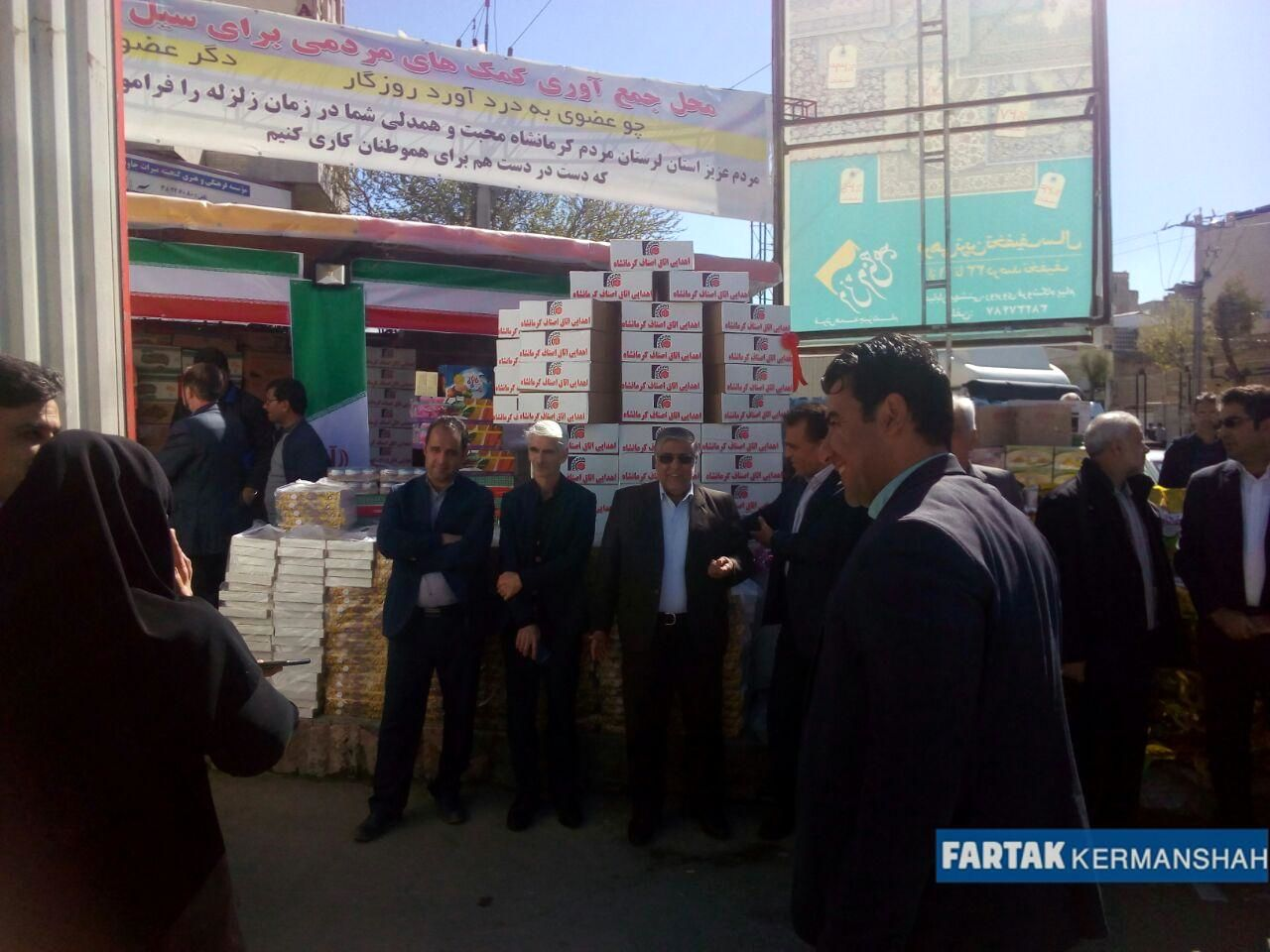 گزارش تصویری از حضور وزیر صمت در محل جمع آوری کمک های مردمی به سیل زدگان