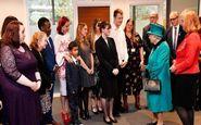 فرار پسربچه انگلیسی از ملکه الیزابت +فیلم