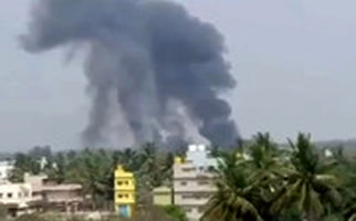 لحظه شوکهکننده سقوط یک جنگنده در هند