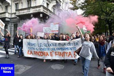 دانش آموزان و دانشجویان علیه دولت ایتالیا تظاهرات کردند