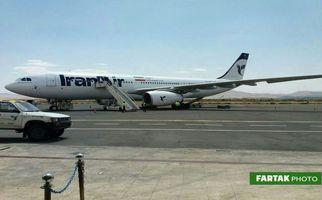 بازگشت حجاج از سرزمین وحی در فرودگاه کرمانشاه
