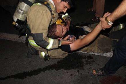 یک آتش نشان هنگام آواربرداری بیهوش و به بیمارستان منتقل شد