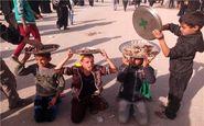 کودکان عراقی پذیرای زائران اربعین +فیلم