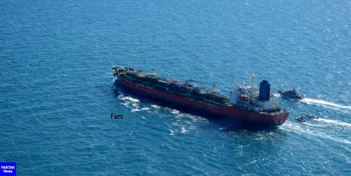 کشتی کرهای در ابتدا به اخطارهای سپاه بیتوجهی کرد