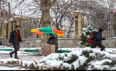 مدارس استان مرکزی به دلیل بارش برف و سرما با تاخیر آغاز به کار میکنند
