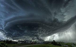 وقوع طوفانی شدید در هند+فیلم