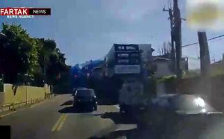 تصادف شاخبهشاخ کامیون با چند خودرو + فیلم