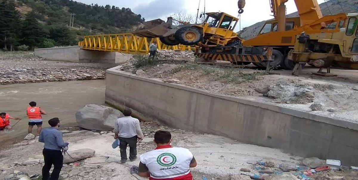 مفقود شدن راننده لودر پس از سقوط در رودخانه چالوس