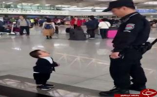 واکنش جالب کودکی که تا به حال فرودگاه نیامده است+فیلم