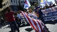 استقبال یونانیها از پامپئو با آتش زدن پرچم آمریکا