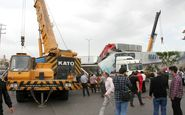 یک کشته و سه مجروح در برخورد تریلی با پل عابر پیاده در بهارستان