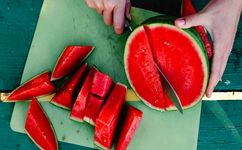 این افراد قید خوردن هندوانه را بزنند