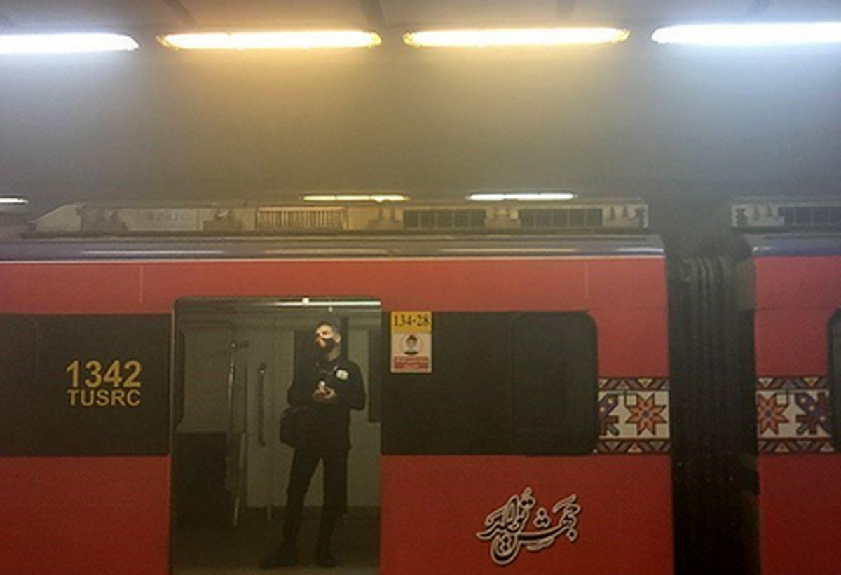 وقوع آتشسوزی در متروی اکباتان تهران/اورژانس در آماده باش