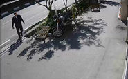 لحظه سرقت تلفن همراه در خیابان کریمخان تهران