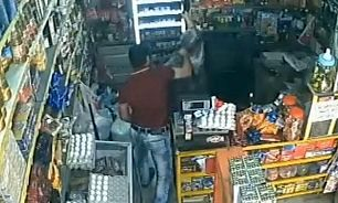 زخمی شدن فروشنده زن سوپر مارکت با ضربه چاقو/ جوان زورگیر دستگیر شد