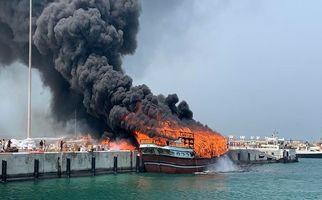 فیلم| آتشسوزی در لنج باری جزیره قشم