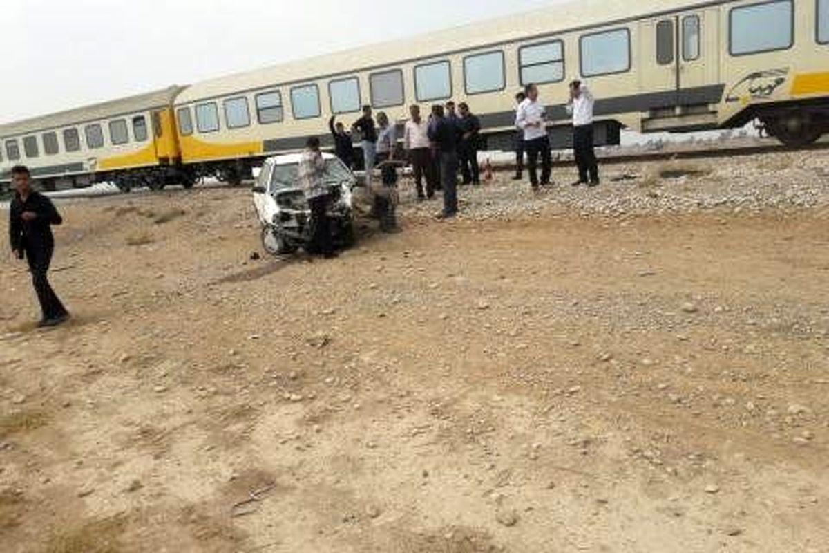 """برخورد پراید با قطار باری در """"هرسین"""" یک زخمی به جا گذاشت"""