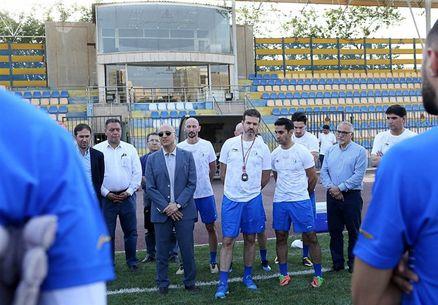 انتقاد شدید ستاره اسبق استقلال از فتحی: مدیریت باشگاه حاشیهساز است