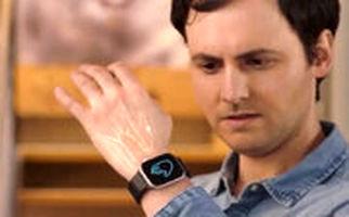 ساعت هوشمندی که با حرکت انگشتان دست، تنظیم می شود