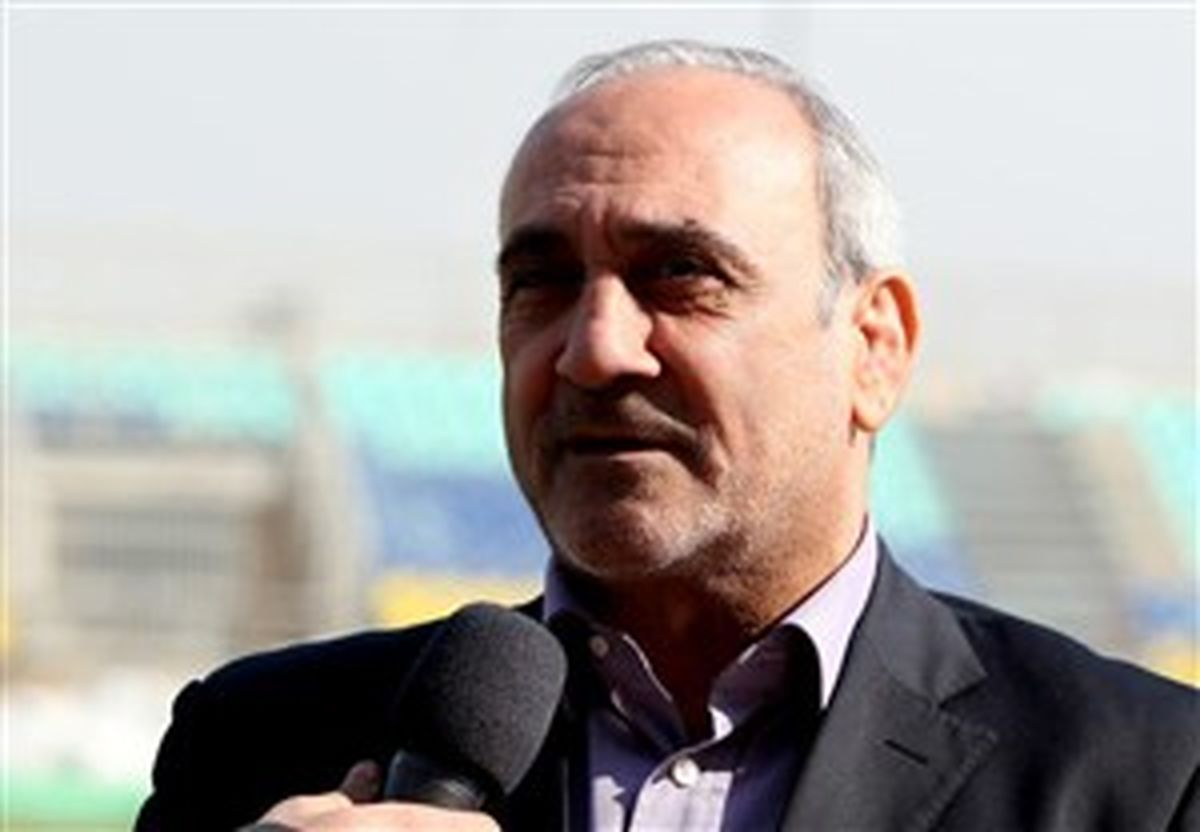 بستن قرارداد دلاری با بازیکنان ایرانی خیانت است