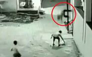نجات معجزه آسای پسرخردسال هنگام سقوط از ساختمان +فیلم