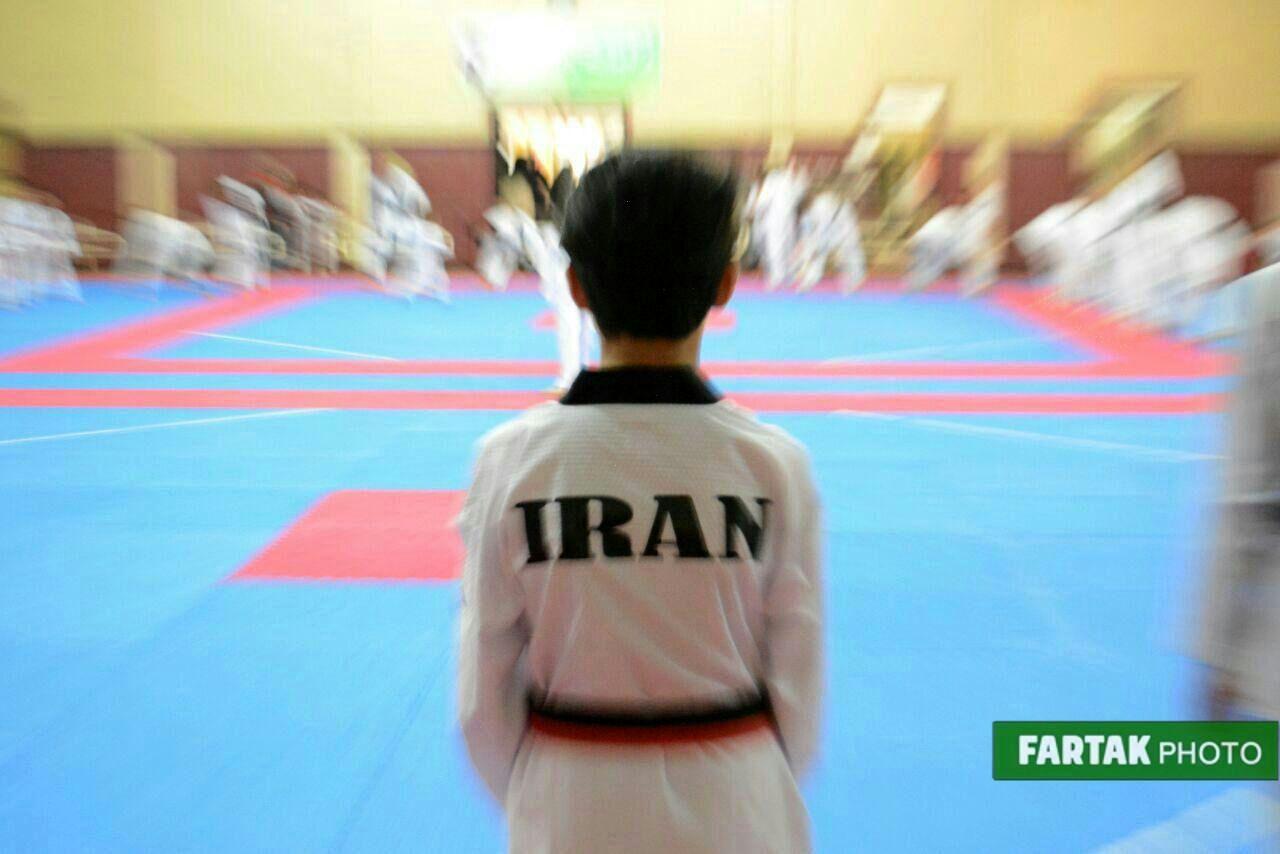 تمرینات تکواندوکاران نونهال و نوجوان دسته استاد پژمان ناصری  در  خانه تکواندو کرمانشاه