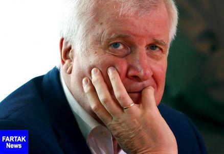 """""""آلمان جدید"""" استعفای وزیر کشور را خواستار شد"""