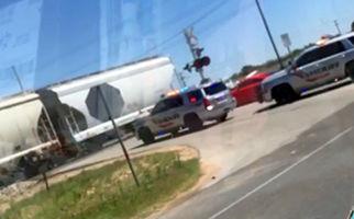 برخورد قطار با ماشین پلیس حین ماموریت