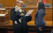 اقدام جالب قاضی دادگاه هنگام مراسم سوگند خانم وکیل