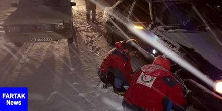 وقوع ۵ تصادف در جادههای برفی آذربایجانغربی/رهاسازی ۱۰۰خودرو گرفتار در برف توسط امدادگران هلال احمر