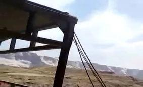فیلم/ ریزش کوههای اطراف گناوه بر اثر زلزله